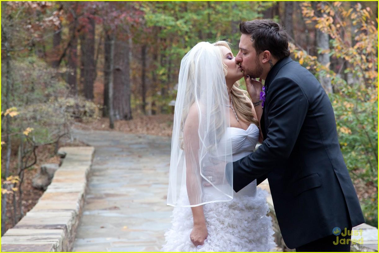 Tiffany Thornton: Wedding Pics with Christopher Carney!