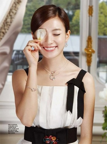 Han Hyo Joo wallpaper probably containing a bridesmaid and a portrait titled hyo joo