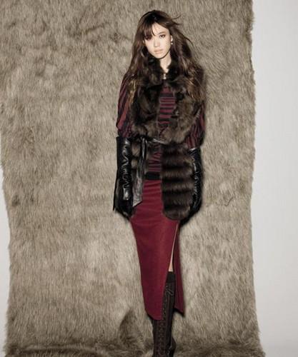 Han Hyo Joo wallpaper with a fur coat and a mink titled hyo joo