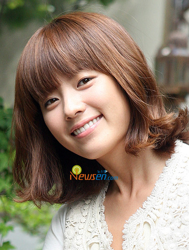 Han Hyo Joo wallpaper probably containing a portrait entitled hyo joo
