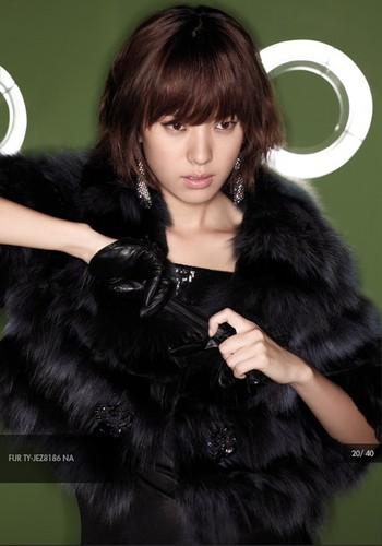 Han Hyo Joo wallpaper probably with a pelliccia cappotto called hyo joo