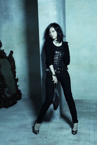 Han Hyo Joo wallpaper possibly with hosiery, a hip boot, and a well dressed person called hyo joo