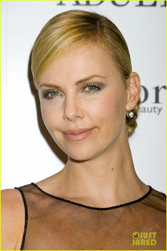 .Charlize Theron: 'Young Adult' NYC Screening!
