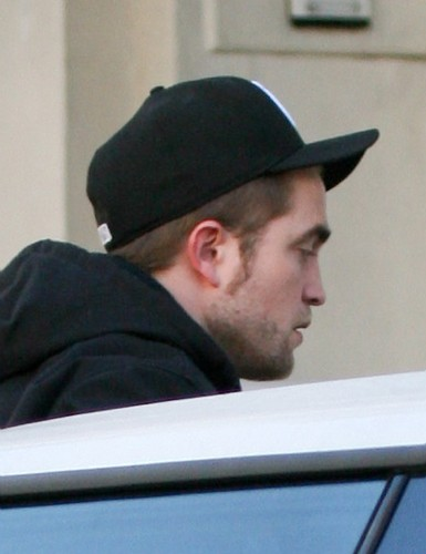 Robert Pattinson In Luân Đôn Today (Nov 19th)