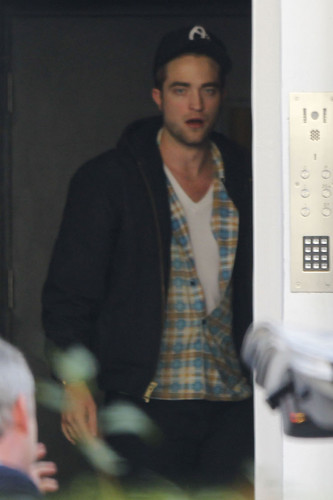 Robert Pattinson In ロンドン Today (Nov 19th)