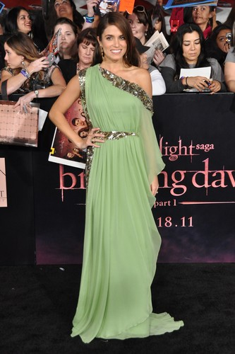 'The Twilight Saga: Breaking Dawn Part 1' Los Angeles Premiere - November 14, 2011. [New Photos]