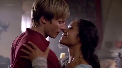 4x08 Arwen About to Kiss-