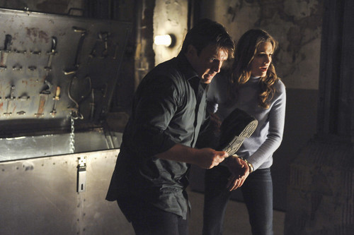 замок & Beckett Обои probably containing a концерт and a guitarist called 4x10 - Cuffed - Episode Stills