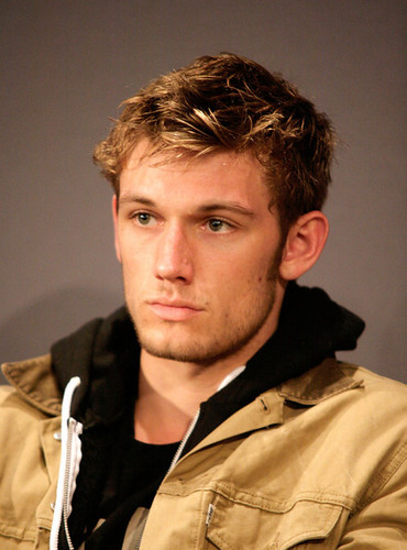 Alex Pettyfer hình nền entitled Alex