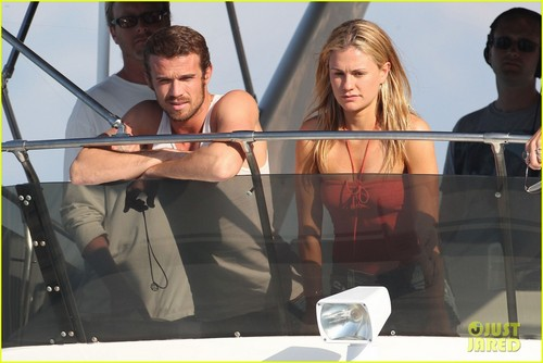 Anna Paquin & Cam Gigandet: 'Free Ride' лодка Time!