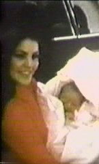 Priscilla Presley and Lisa Marie Presley wallpaper titled Baby Lisa and Cilla ♥