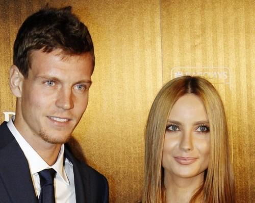 Berdych new image : beard,short hair and new girlfriend