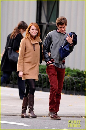 Emma Stone & Andrew Garfield: Holding Hands in NYC!