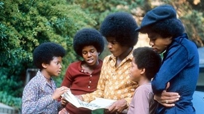 The Jackson 5 wallpaper with a bearskin called J5