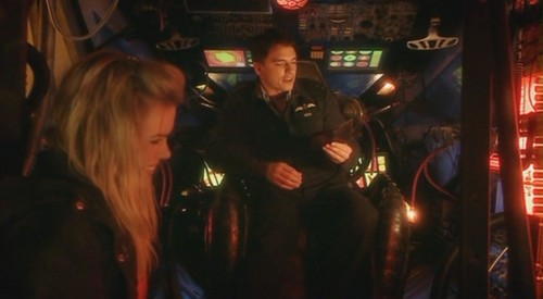 Jack in Doctor Who 1x09 - The Empty Child - captain-jack-harkness Screencap
