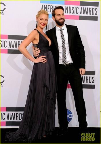 Katherine Heigl & Josh Kelley - AMAs 2011 Presenters!