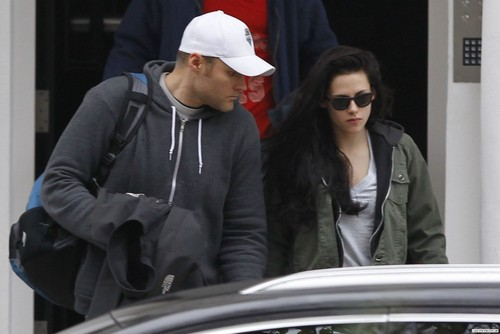 Kristen Stewart spotted in London, UK - November 21, 2011.