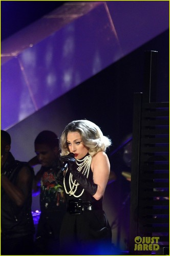 Lady Gaga کنسرٹ on Thursday (November 17) at M.E.N. Arena in Manchester, England
