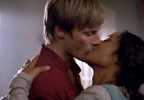 Merlin 4.08 - Arwen Kiss