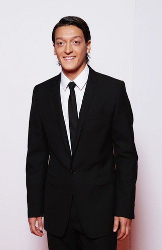Mesut Özil wallpaper with a business suit, a suit, and a single breasted suit titled Mesut Özil (: