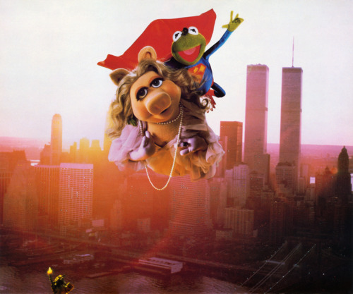 Miss Piggy and Kermit - superman Parody