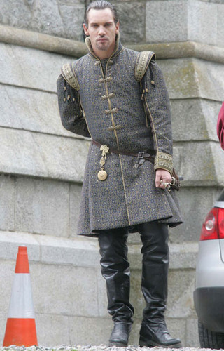 The Tudors پیپر وال possibly with a hip boot, a street, and an outerwear titled On The Set of Season 4