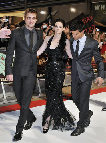 Premier Breaking Dawn Part 1 (Amanecer) en Londra (Londres)