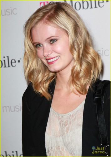 Sara Paxton 谷歌 音乐 & T Mobile Brainwash Studio on Wednesday (November 16) in Los Angeles