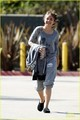 Sarah Hyland Mickey Mouse, as she leaves the Modern Family in Los Angeles ( November 15 ) - sarah-hyland photo