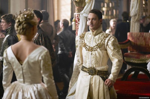 The Tudors 바탕화면 probably containing a 폴로네즈, 폴로 네즈 and a kirtle, 커클 entitled Season 3 Stills