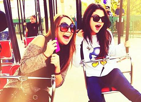Sel In Disneyland!!!