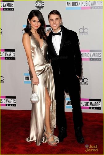Selena Gomez & Justin Bieber: American âm nhạc Awards 2011