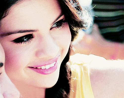 Selena Gomez wallpaper possibly with a portrait entitled luvie