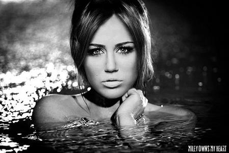 Miley Cyrus kertas dinding containing a hot tub entitled miley