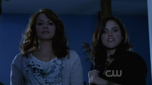 7x08 - (I Just) Died in Your Arms Tonight - brooke-and-haley Screencap