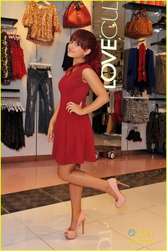 Ariana Grande: Love Culture Cutie