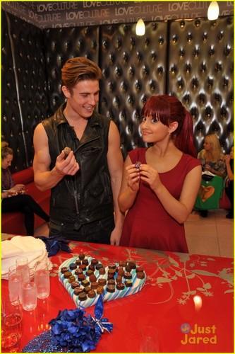 Ariana Grande: Cinta Culture Cutie