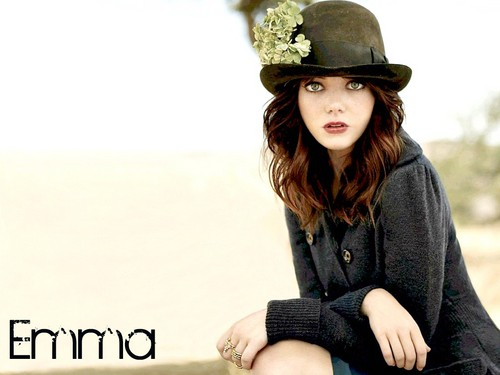 emma stone fondo de pantalla probably containing a hip boot, an outerwear, and a box capa entitled Emma Stone Wallpaperღ