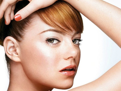 Emma Stone hình nền containing a portrait called Emma Stone Wallpaperღ
