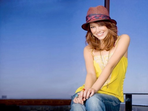 Emma Stone wallpaper probably containing a fedora and a boater titled Emma Stone Wallpaperღ
