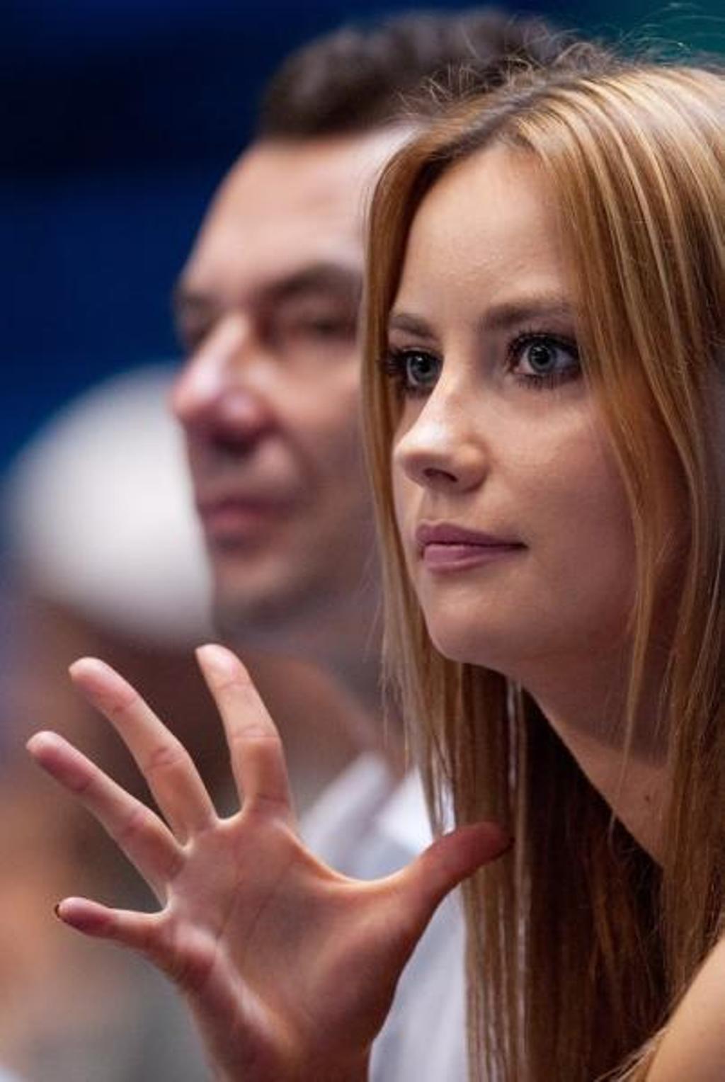 Ester Satorova fingers