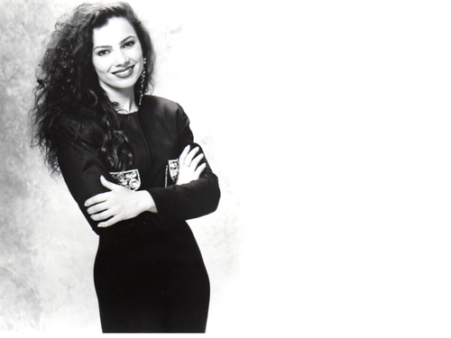 Fran Drescher karatasi la kupamba ukuta possibly containing a well dressed person and an outerwear called Fran