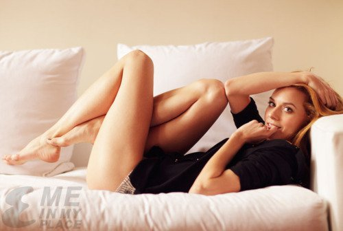 Hilarie 伯顿 | Esquire Magazine - Me in My Place