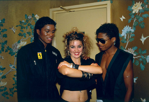 Michael Jackson karatasi la kupamba ukuta probably containing sunglasses titled Jermaine,Madonna and Randy 1984 at the victory tour backstage