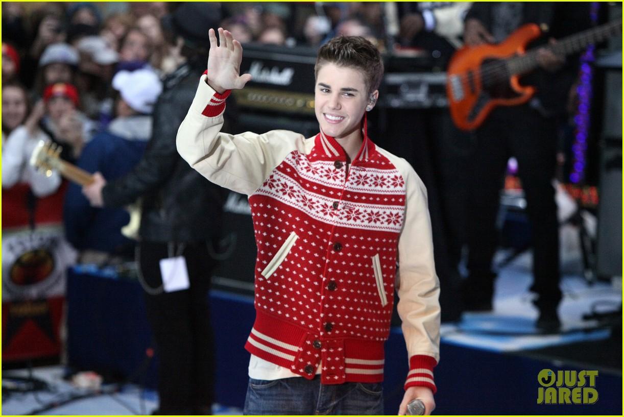 Beliebers images Justin Bieber: Christmas Concert Pics! HD wallpaper ...