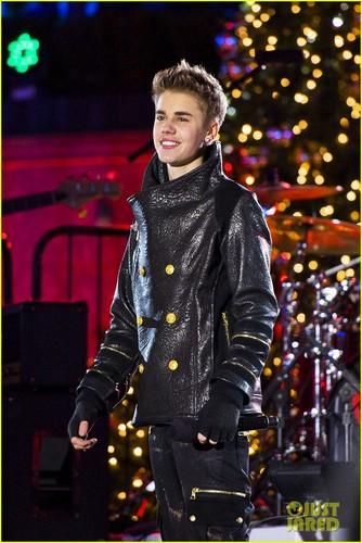 Justin Bieber: Christmas کنسرٹ Pics!