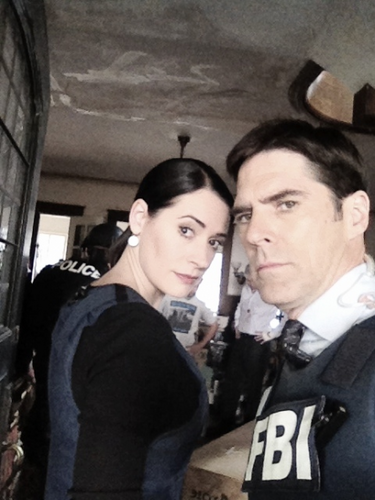 Paget Brewster and Thomas Gibson, BTS picture of 7x12