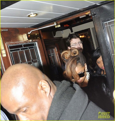 Rihanna Hosts Thanksgiving Dinner for Band & Crew