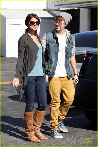 Selena Gomez & Justin Bieber: IHOP Breakfast!