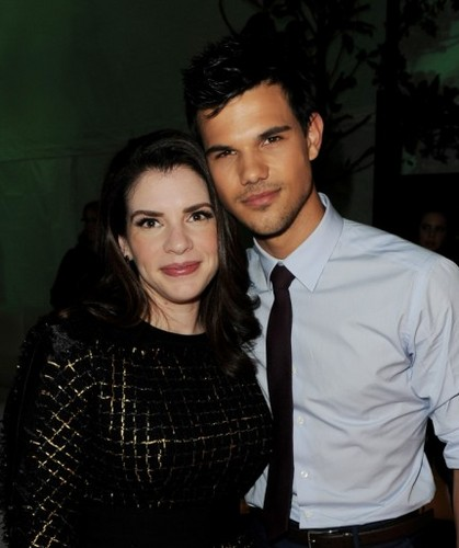 "Stephenie at the ""Breaking Dawn - Part 1"" premiere in LA [14/11/11] - stephenie-meyer Photo"